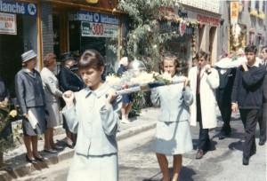 ostensions 1960 michel au fond a droite